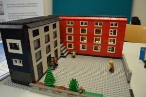 Ein Dach für Alle e.V. Jena unterstützt Bedürftigte rund um das Thema Wohnen, zum Teil mit eigenen Sozialwohnungen, wie in diesem Neubau, hier als Lego-Modell www.eda-jena.de