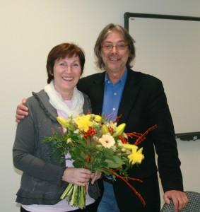 Prof. Dr. Neubauer bedankt sich bei Prof. Dr. Ludwig für ihre 10-jährige Tätigkeit als Dekanin des Fachbereiches Sozialwesen und wünscht ihr alles Gute.